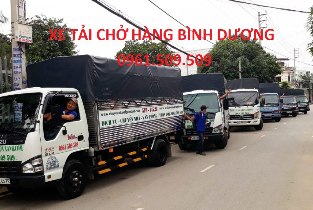 xe tải chở hàng bình dương